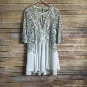 Umgee floral lace tunic size small